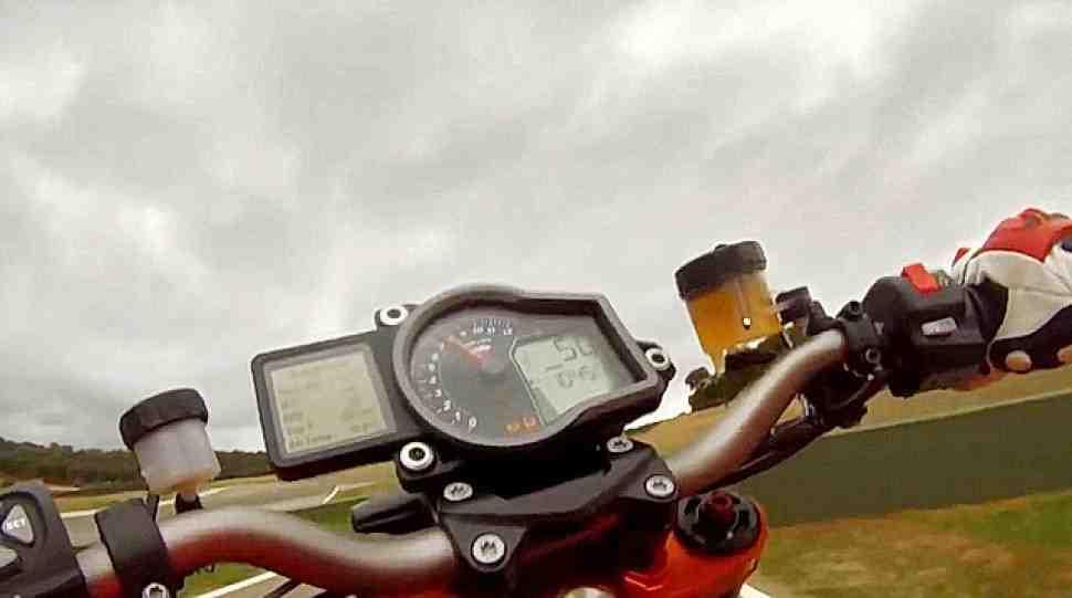 Видео: Джереми МакВильямс за рулем KTM 1290 Super Duke R
