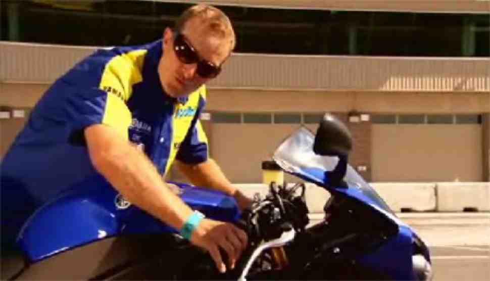 Видео: Yamaha YZF-R1 (2009) - узнаем больше вместе с Колином Эдвардсом
